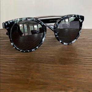 Diff Astro Polarized Sunglasses Black and White